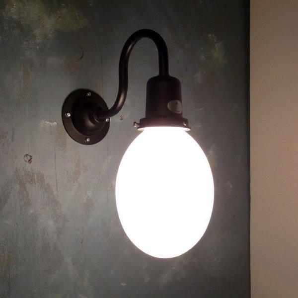 画像1: タマゴ型ブラケットライト 乳白K (1)