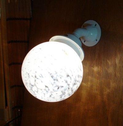 画像1: ネジ式丸型ブラケットライト 泡乳白