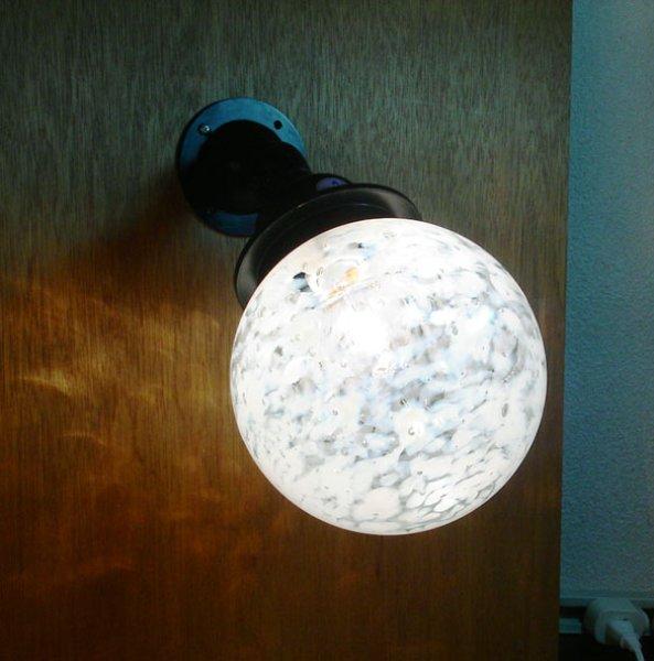 画像1: ネジ式丸型ブラケットライト 泡乳白 (1)